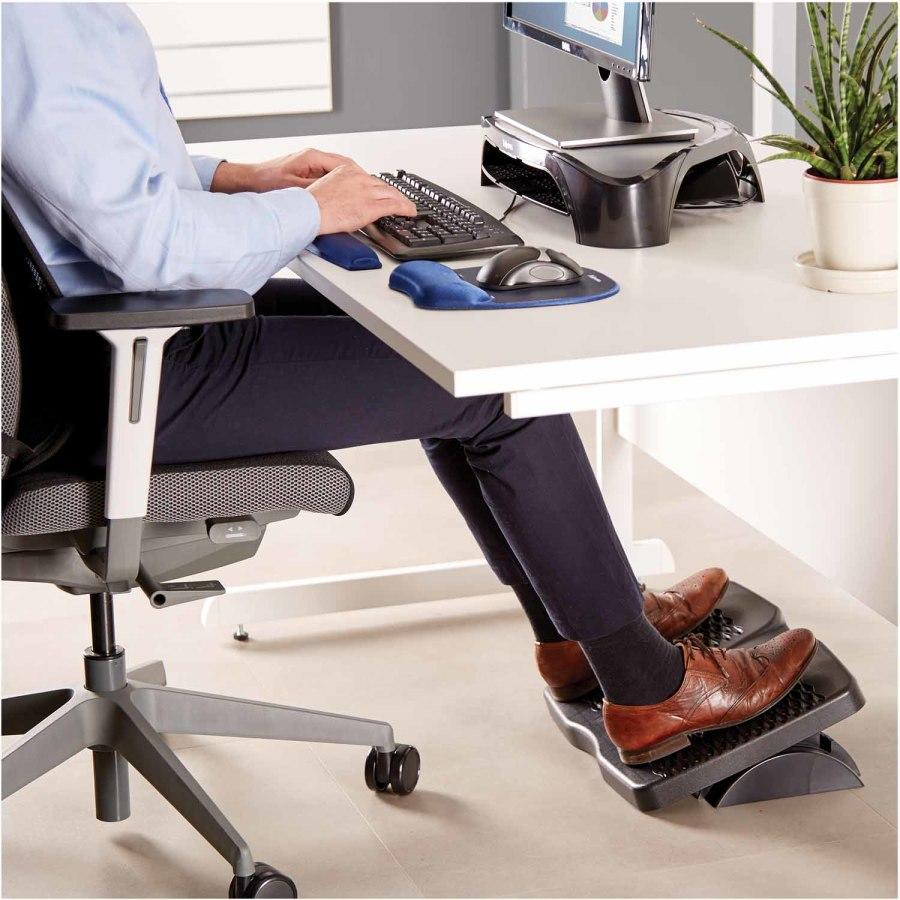 Podnóżek biurowy – idealny do pracy przy stanowisku komputerowym