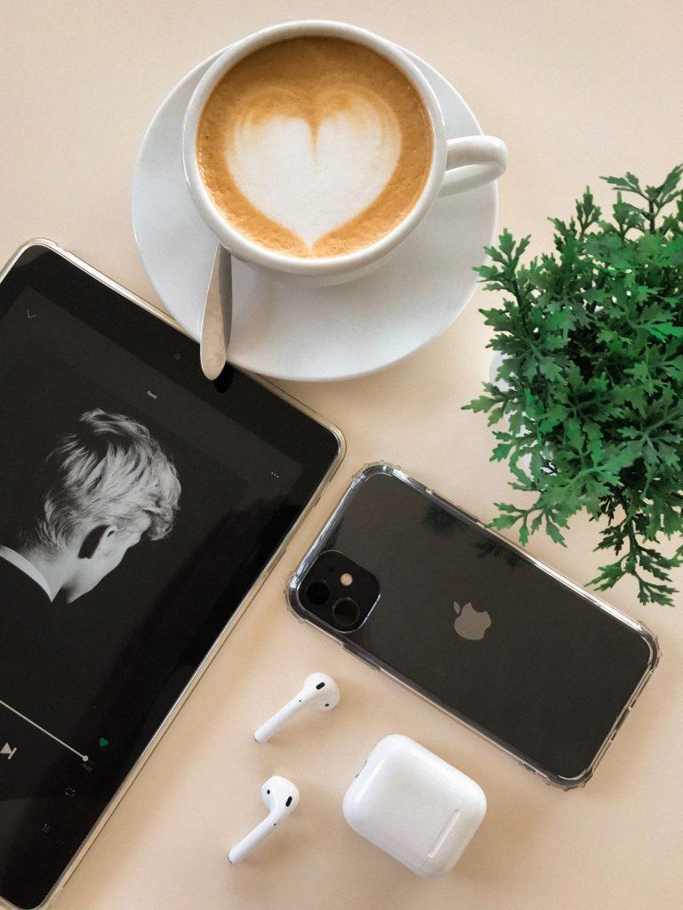 Wymiana szybki iPhone - sprawdź czym charakteryzuje się ta usługa.