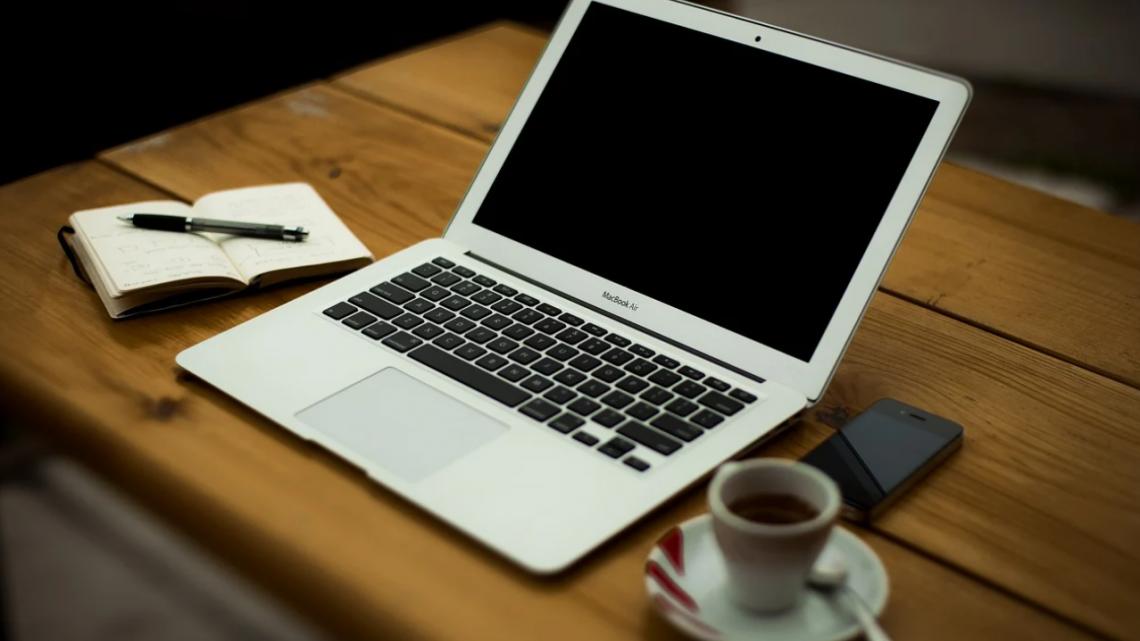 Jak przedłużyć żywotność baterii w laptopie