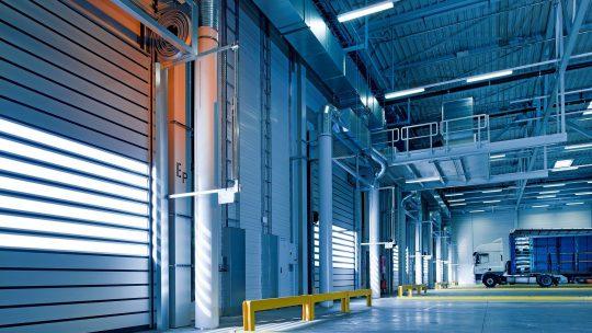 Jak wybrać oświetlenie hali produkcyjnej?
