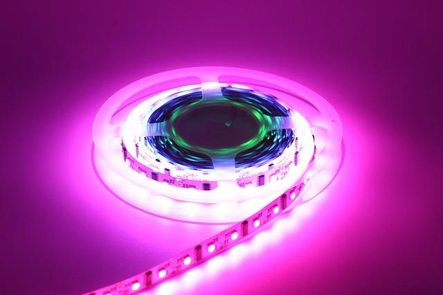 Jak podłączyć taśmy LED – poradnik praktyczny