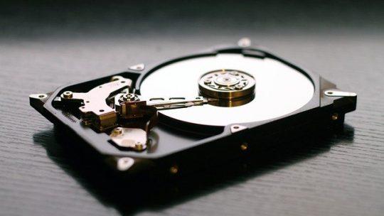 Dysk SSD w laptopie – jak zamontować i podłączyć?
